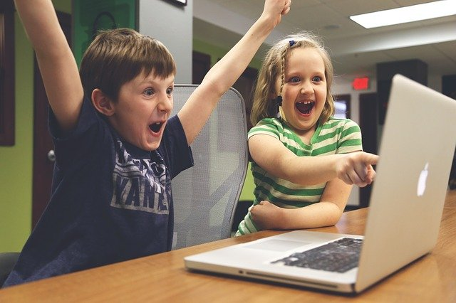 Kids on laptop, looking very happy and excited. Get help for worry in Clackamas, OR with online counseling in Oregon from a Hillsboro, OR christian therapist here.
